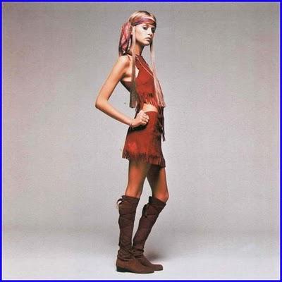 Twiggy foi a primeira top model mundial e inaugurou a moda da anorexia