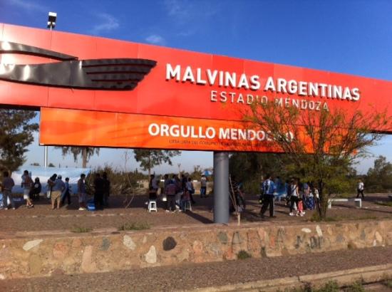 Um dos portoes do Estadio Malvinas Argentinas